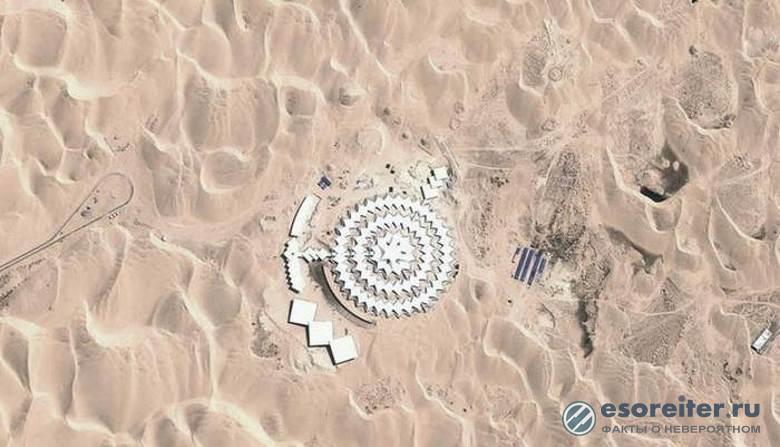 В Китае посреди пустыни построили гостиничный комплекс