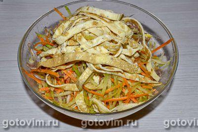 Салат из зеленой редьки с мясом и яичными блинчиками, Шаг 08