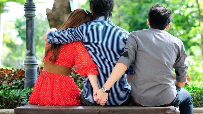 «Казнить нельзя помиловать», или как реагировать, если твоя девушка общается с бывшим?