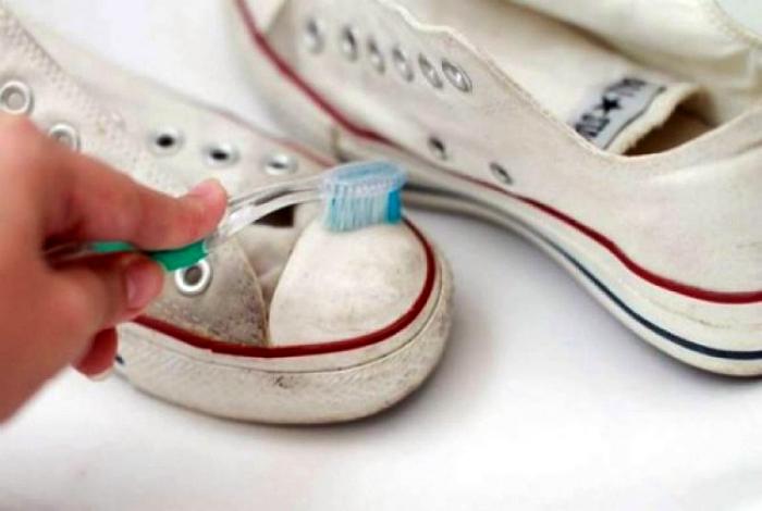 Зубная паста для чистки обуви.