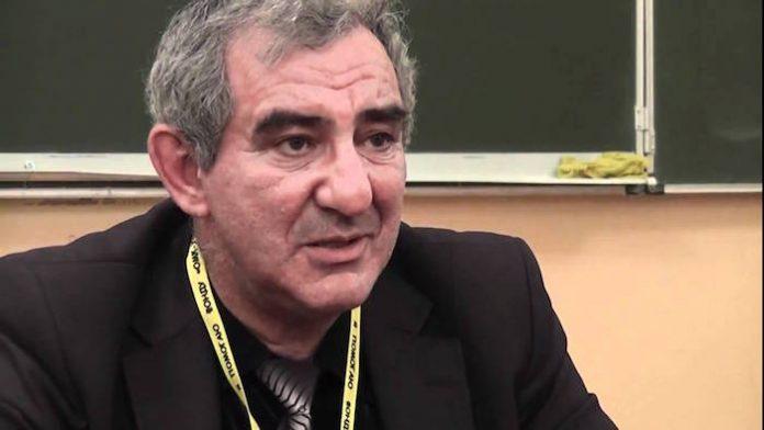 Михаил Казиник: Забирать у детей детство, чтобы сообщать им кучу информации, — это преступно