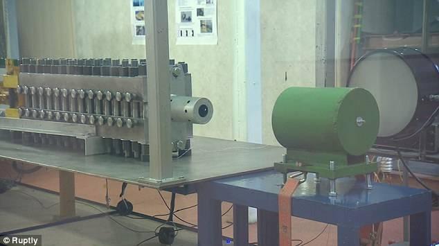 В России разработана электромагнитная пушка, пробивающая снарядами на скорости 3 км/сек любую броню