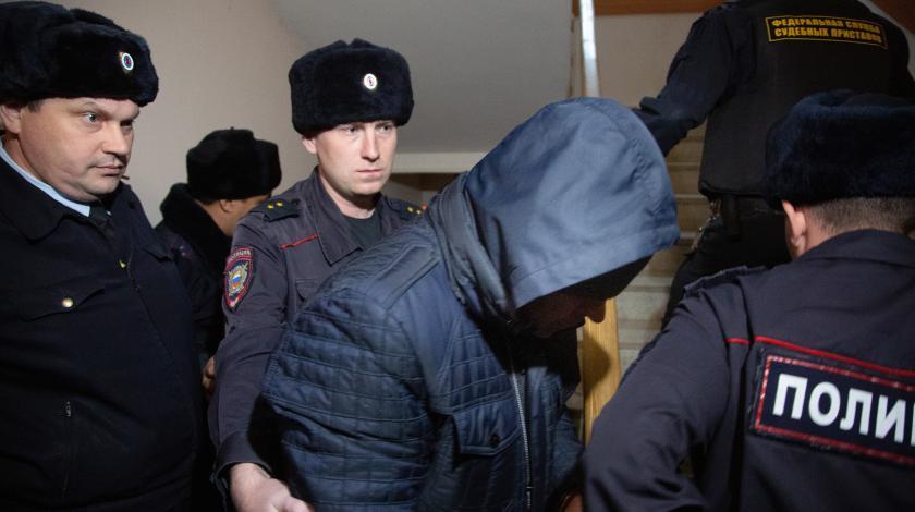 Обвиняемых в надругательстве над коллегой полицейских отпустят