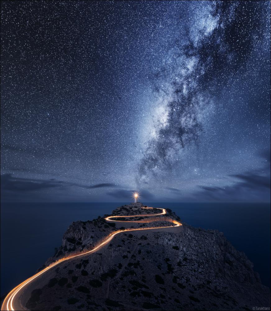 Светящий в ночи маяк