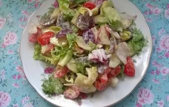 Овощной салат с виноградом