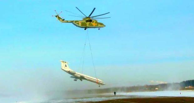 Иностранцы об удивительной ситуации: Ми-26 транспортирует пассажирский Ту — 134