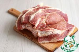 Свиная корейка с чесноком и пряностями Чеснок