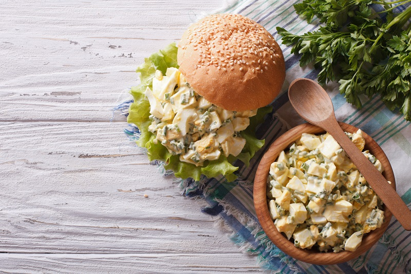 салат с ананасами яйцом и сыром