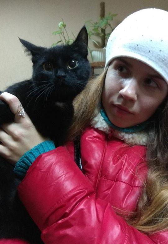 Женщина заметила на улице движущийся мешок… Внутри задыхалась кошка, которая готовилась родить троих котят!