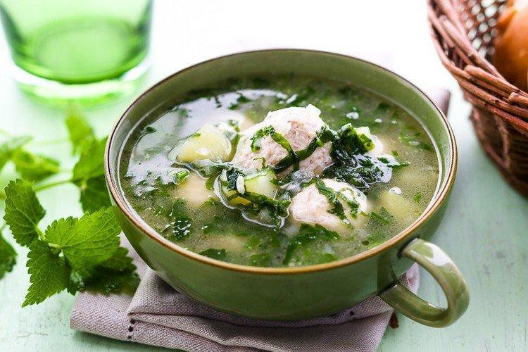 Суп из крапивы с фрикадельками и шпинатом