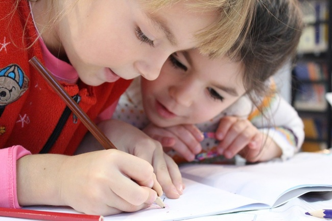 Ученые выяснили, что дети наследуют интеллект от своих мам.