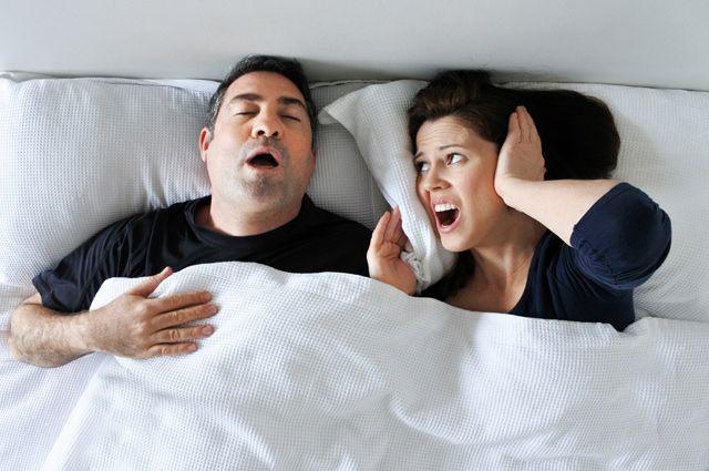 «Нет» шуму в спальне. Боремся с храпом при помощи остеопата