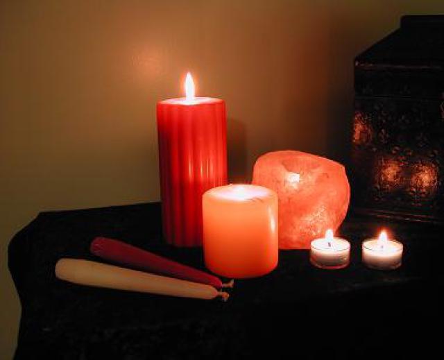 Как сделать приворот на красной свечей