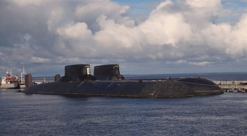 """Экс-адмирал предложил переделать АПЛ """"Акула"""" в носители крылатых ракет"""