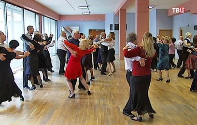 Для пенсионеров в Москве подготовят площадки для танцев