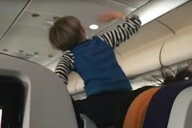 Ребенок кричал весь полет и свел самолет с ума