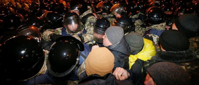 Имитационные псевдопротесты на Майдане организовал Порошенко