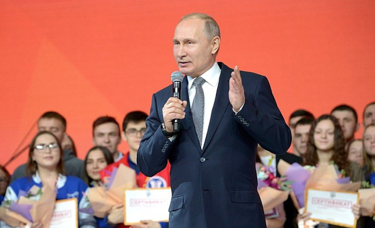 Скромность украшает: Путин остался без участка в Подмосковье. Президент России отчитался о доходах и имуществе