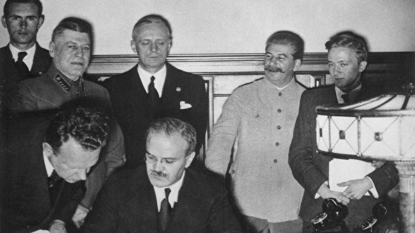 Историк: протокол к пакту Молотова-Риббентропа отвечает нормам дипломатии