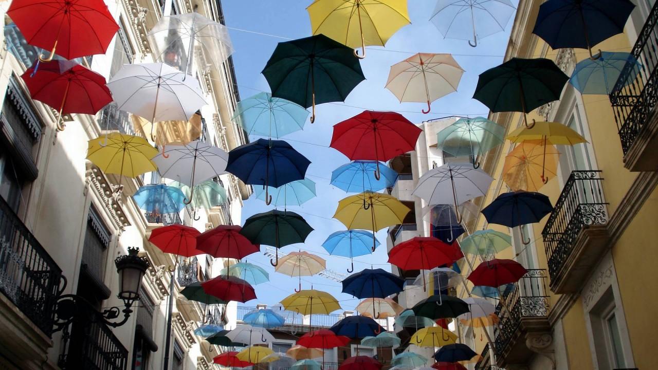 10. Если раскрыть зонт, падая с большой высоты, то падение замедлится, и шансы на выживание увеличатся. мифы, разрушители легенд, факты