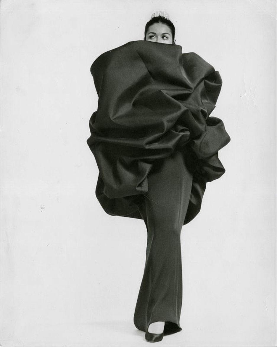 Чем удивит выставка Cristobal Balenciaga: 30 нарядов, которые еще не показывали широкой публике