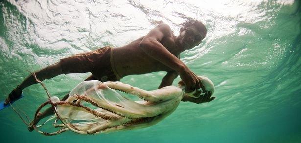 В Индонезии проживают люди, которые благодаря эволюции теперь обладают необычными способностями