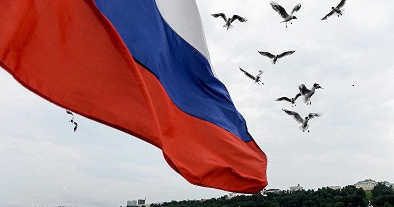 Где раз поднят Русский флаг, он уже спускаться не должен!
