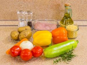 Суп с овощами, макаронами и куриным филе. Ингредиенты