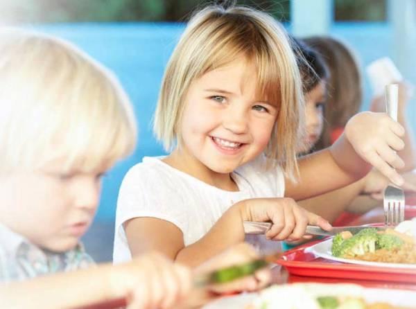 Как питаются наши дети: журналисты изучили каждую стадию работы крупнейшего комбината питания Москвы