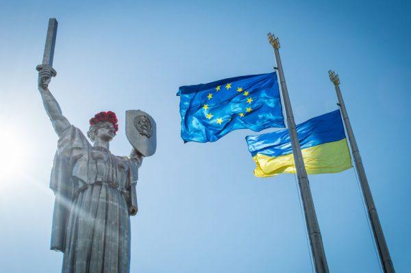 Украина рискует потерять верных заступников на Западе из-за травли этого человека