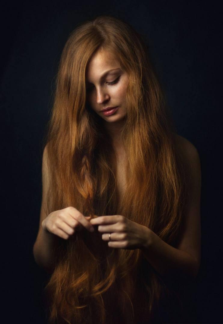 Девушки с темными волосами
