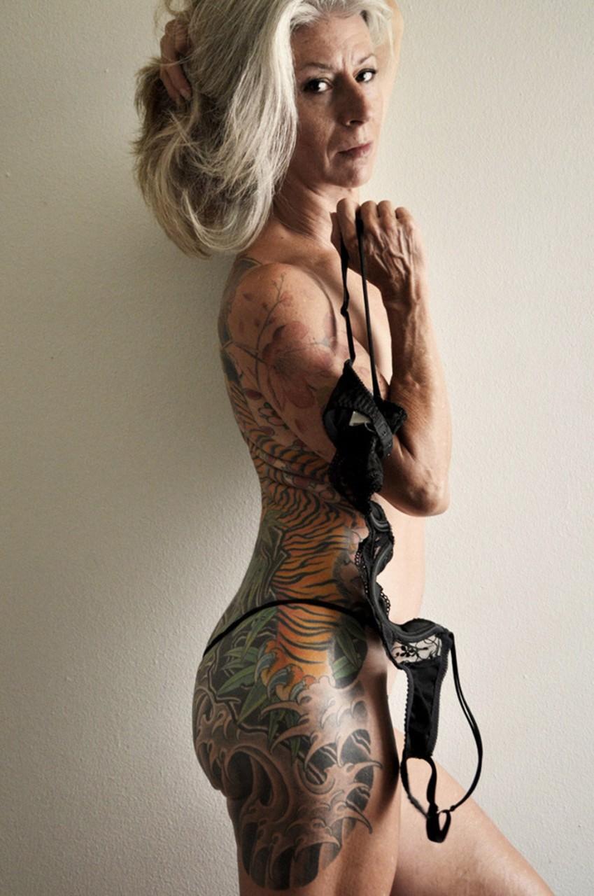 56-летняя женщина разделась и доказала, что возраст не помеха сексуальности — фото