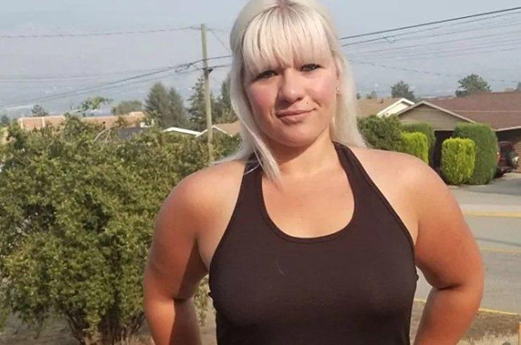 В Канаде официантка судится за право работать без бюстгальтера
