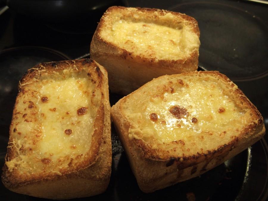 Чрезвычайно вкусный луковый суп в хлебе