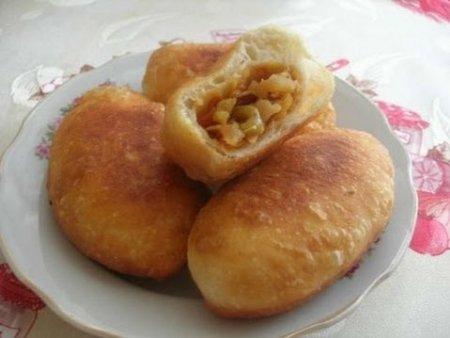 Вкусные жареные пирожки с квашеной капустой