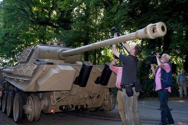 """На всякий случай: Как немецкий дедушка хранил танк """"Пантера"""" у себя в подвале."""