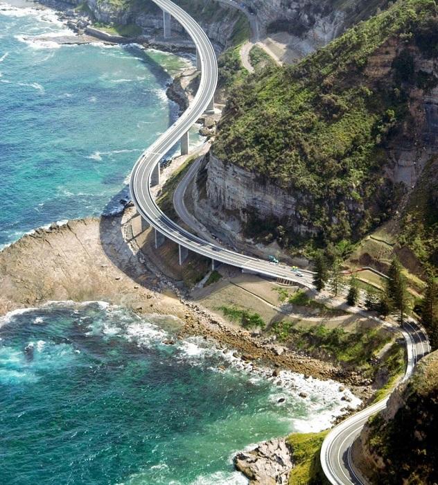 Вуллонгонг — город на побережье Тасманова моря в штате Новый Южный Уэльс, Австралия.