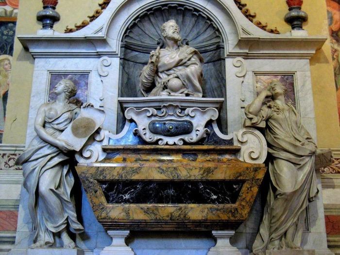 Могила Галилея в базилике Санта-Кроче.
