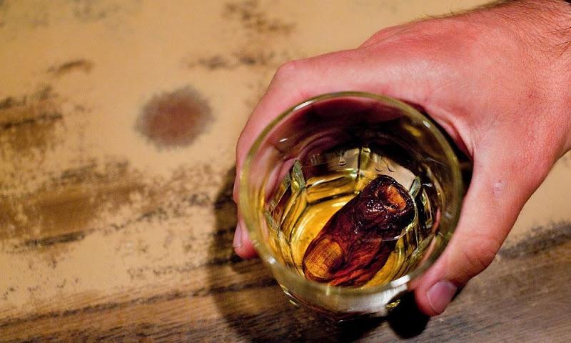 В рот мне ноги: славная история канадского клуба алкоголиков «Кислый палец»