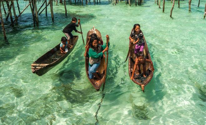 Люди ныряют на 70 метров без снаряжения и живут прямо в море
