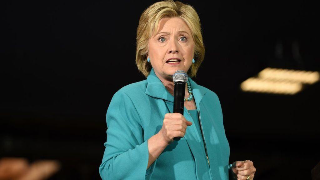 Опубликованы конфиденциальные письма председателя кампании Клинтон