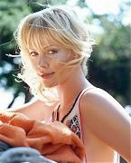 Шарлиз Терон (Charlize Theron) в фотосессии Картера Смита (Carter Smith) (2003).