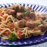 """Спагетти  с мясными """"шариками""""."""