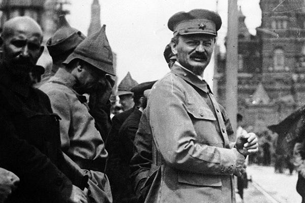 «Еврей правит вами, русскими христианами». Почему Троцкий проиграл Сталину