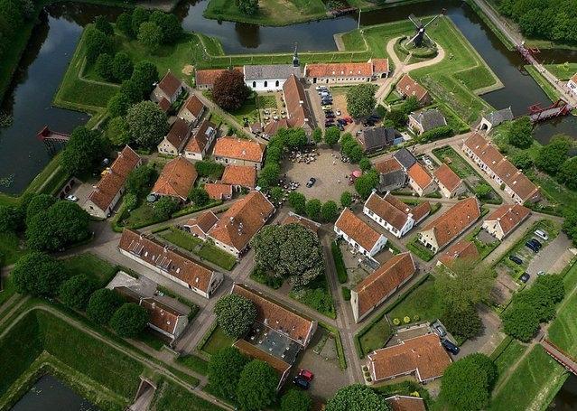 Крепость Буртанж в Нидерландах