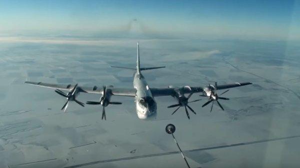 Пилоты США поразились профессионализму российских коллег, сопроводив их над Аляской