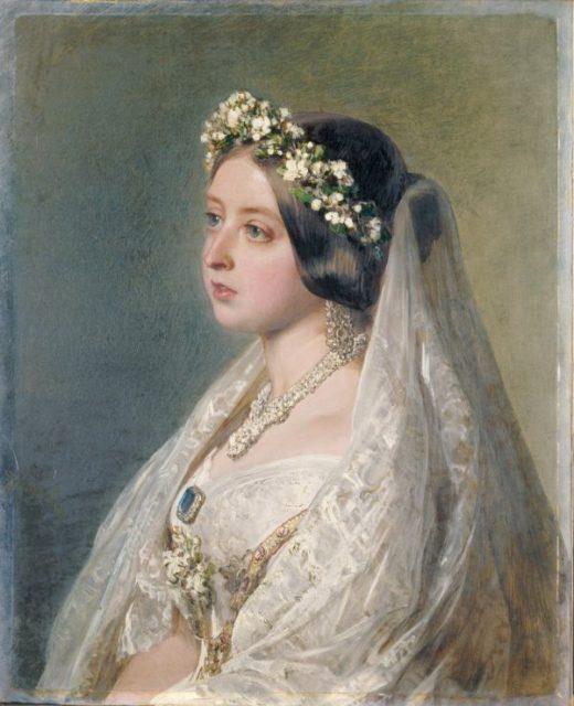 Портрет королевы Виктории в свадебном платье и вуали, который был написан в 1847 году в качестве подарка для ее мужа, принца Альберта.