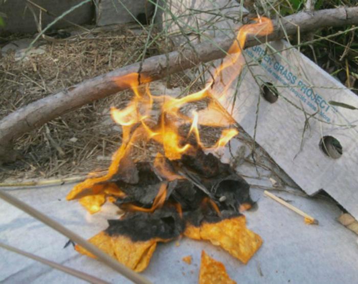 Средство для розжига костра. | Фото: lifehacker.com.