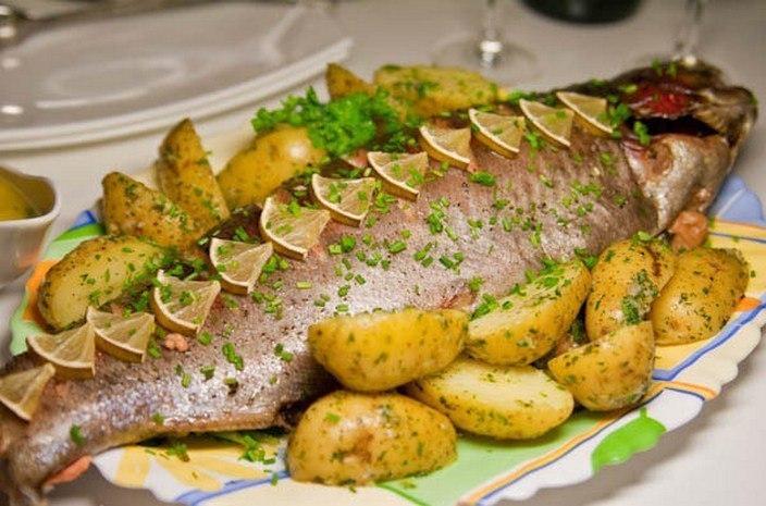Рыба в духовке: 3 лучших праздничных рецепта