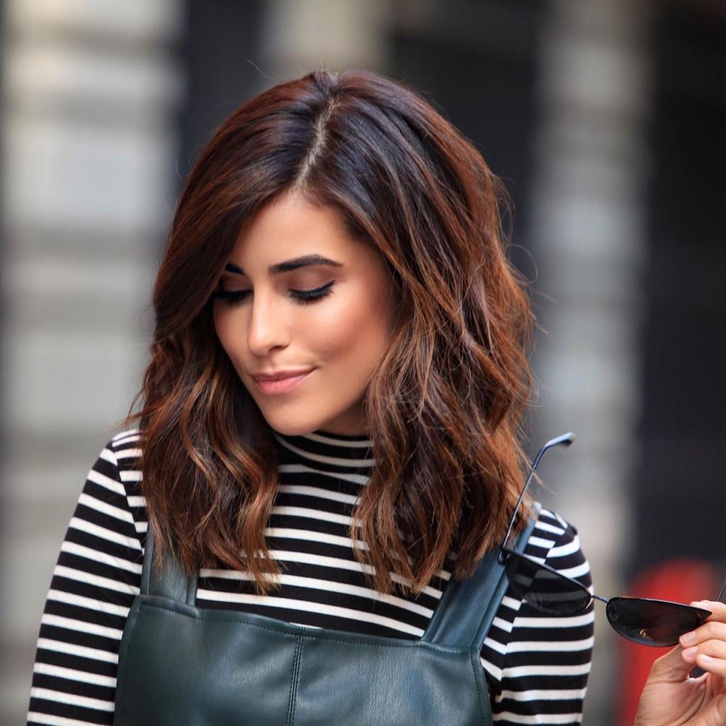 Одой из важнейших составляющих стильного женского образа является модная стрижка и актуальный цвет волос